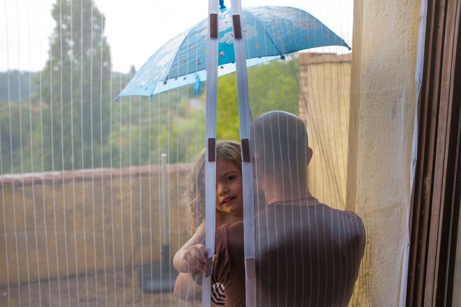 Holly & Beau Kids Friendly Magical Umbrella Color Changing in The Rain