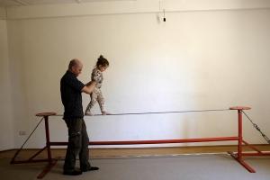 Naturalmente Crescendo tightrope walking