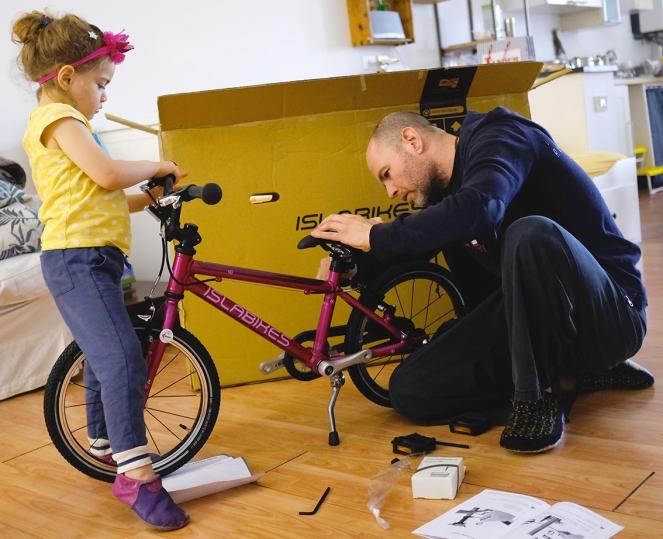 Islabikes Cnoc 16 Propstand Assembling Kid Bike