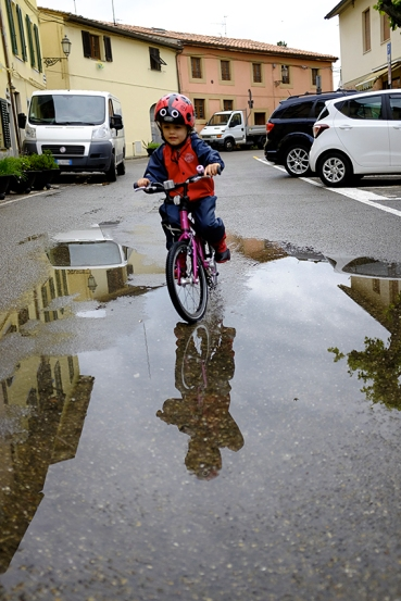 Riding pedal bike through puddle Islabikes Cnoc 16