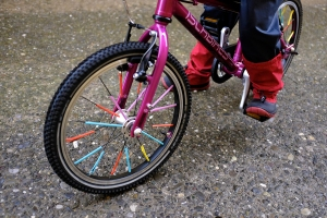 Straws on Bike Spokes Activity Kids Islabikes Cnoc 16