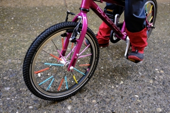 Straws on Bike Spokes Activity Kids Islabikes Cnoc 16