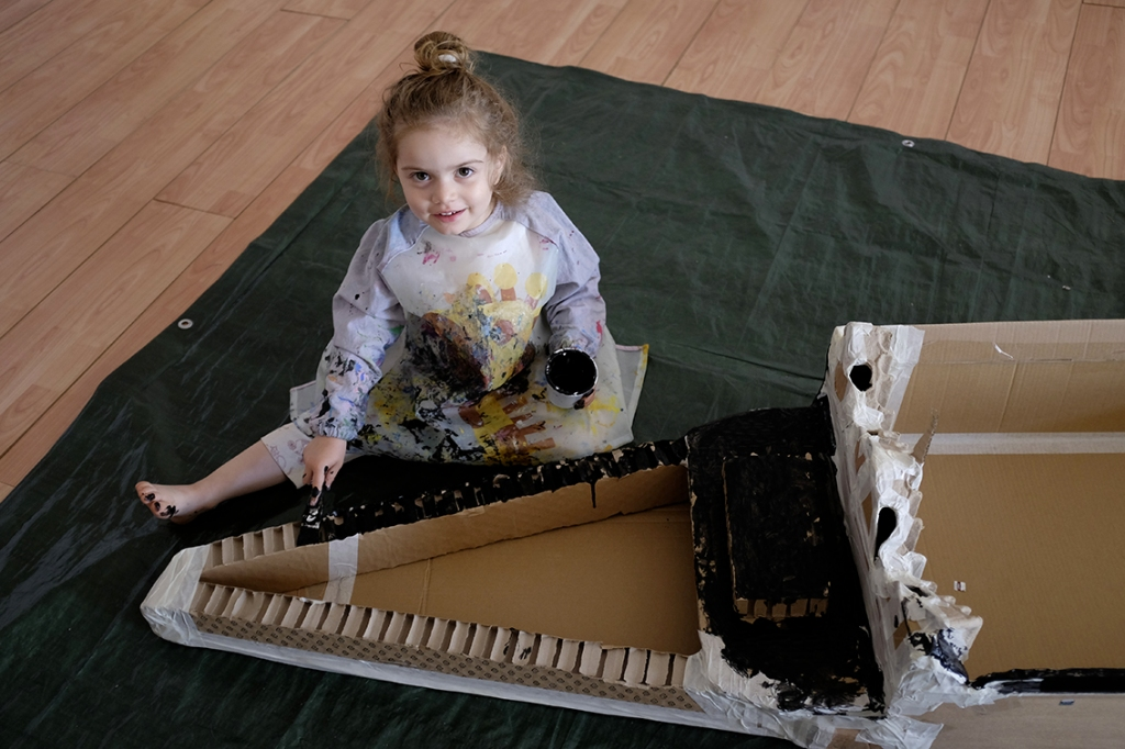 DIY cardboard gondola, child painting cardboard